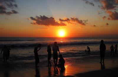trip-wisata-bali-pantai-kuta-sunset