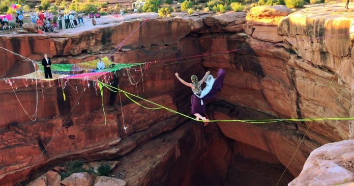 Adventurous Couple Decided To Get Married On A Space Net Over The Moab Canyon