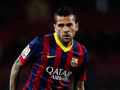 Daniel Alves e mais dois brasileiros podem ser dispensados pelo Barça