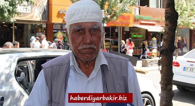 Mehmet Cemil Batıbay ekmeğini şerbetten çıkarıyor