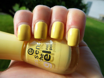 essence-the-gel-nail-polish-love-is-in-the-air
