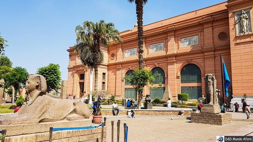 Entrada do Museu do Cairo, Egito