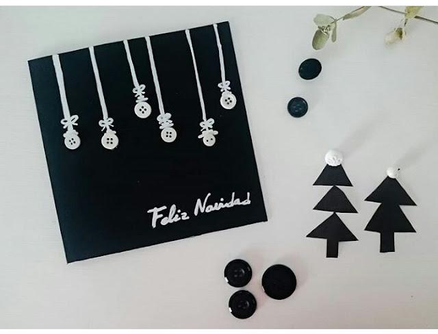 postal-navidad-diy-materiales-reciclados-botones-rotulador-blanco