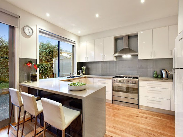 White gloss kitchen style with wooden floors White gloss kitchen style with wooden floors White 2Bgloss 2Bkitchen 2Bstyle 2Bwith 2Bwooden 2Bfloors1