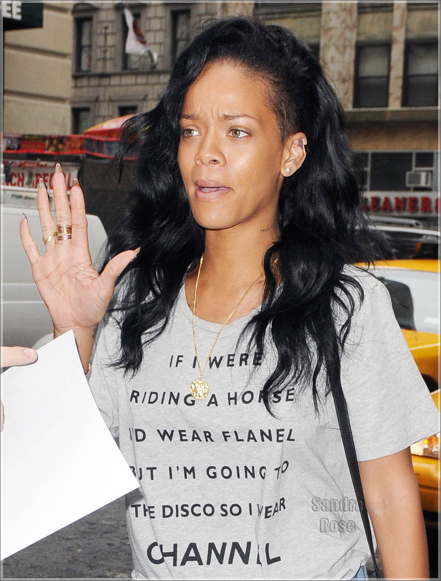 Rihanna Without Makeup New Images 2013