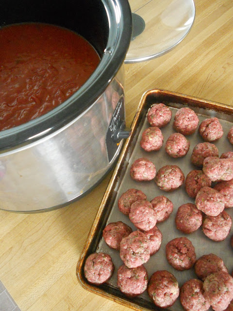 lazy day slow cooker meatballs (sweetandsavoryfood.com)