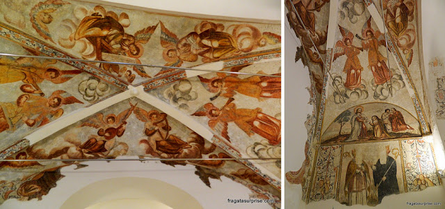 Pinturas murais na Igreja de São Tiago, onde está instalado o Centro de Interpretação do Castelo