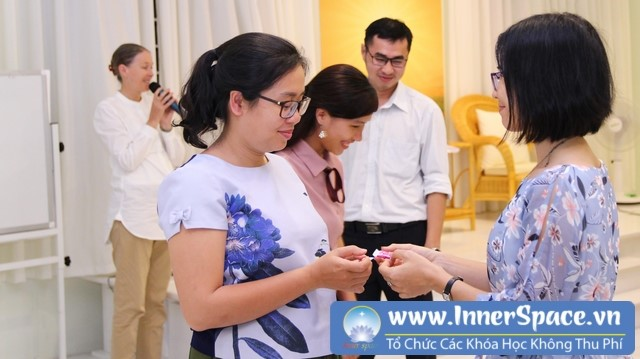 Trish-summerfield-living-values-vietnam-trung-tam-innerspace
