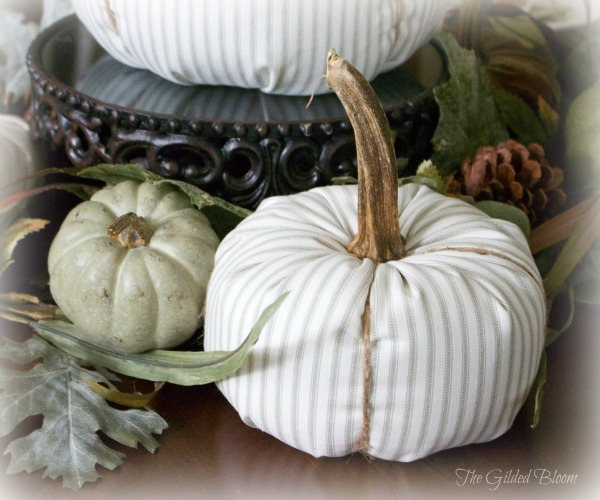A Festive Fall Pumpkin Table-Set an autumn table with pumpkins!  www.gildedbloom.com  #tablesetting