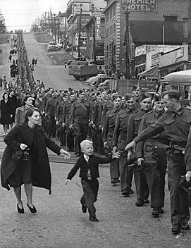 """WAIT FOR ME DADDY"" ""ESPERA POR MÍ PAPÁ"" (01/10/1940)"