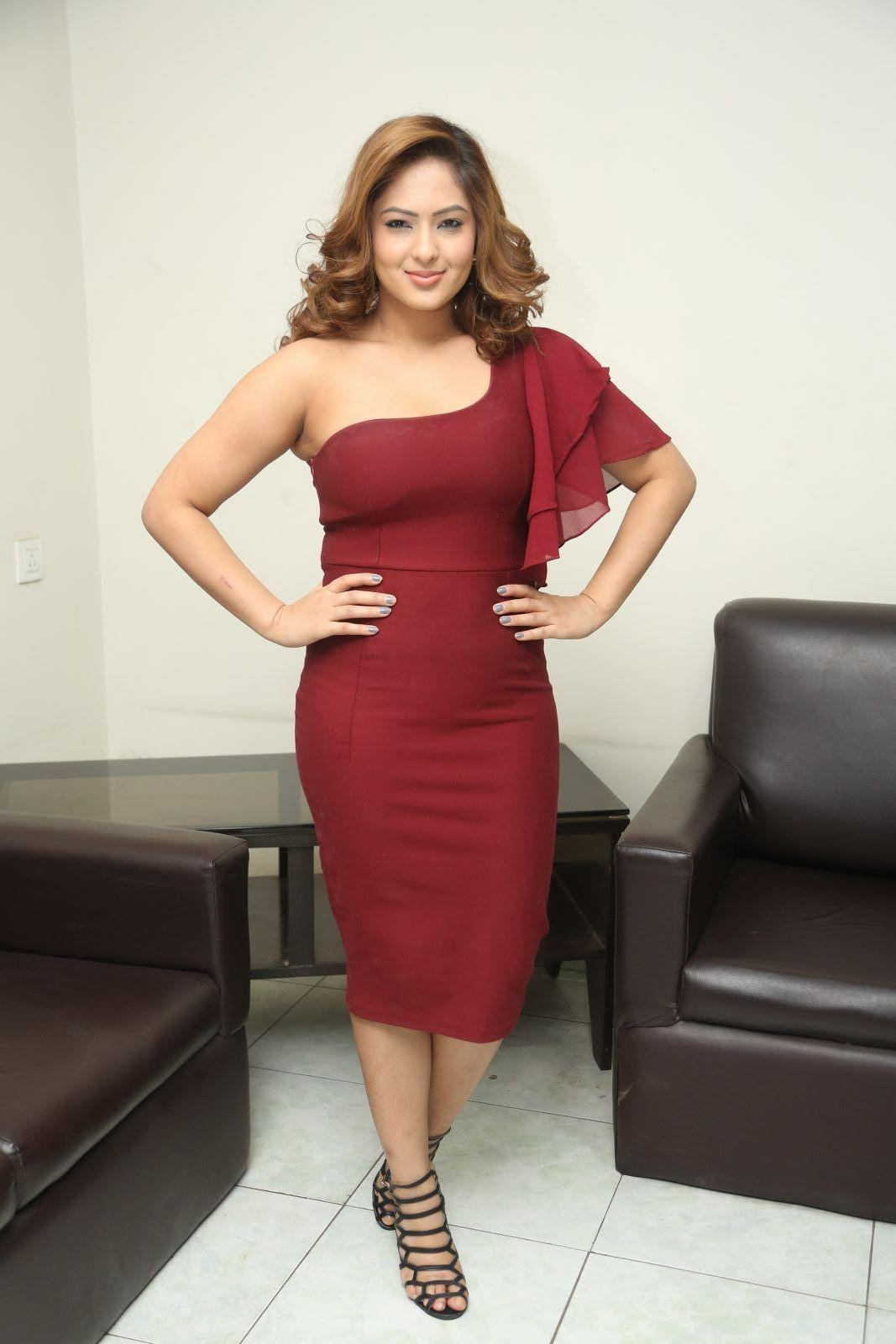 Latest Wallpapers | Cool Pictures: Nikesha Patel Hot