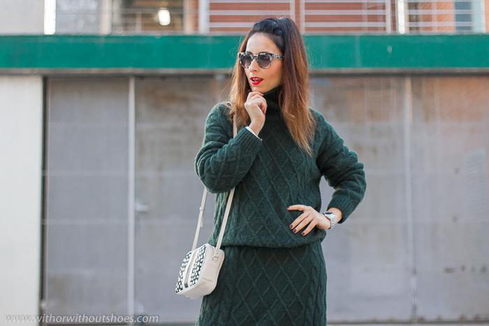 Influencer blogger valencia con look streetstyle estilo idea como combinar jersey y falda midi de lana
