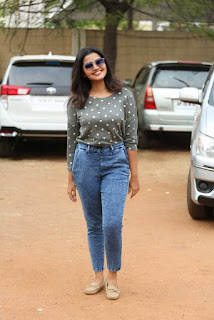 Malayalam Actress Anupama Parameshwaran In Tight Blue Jeans (1)