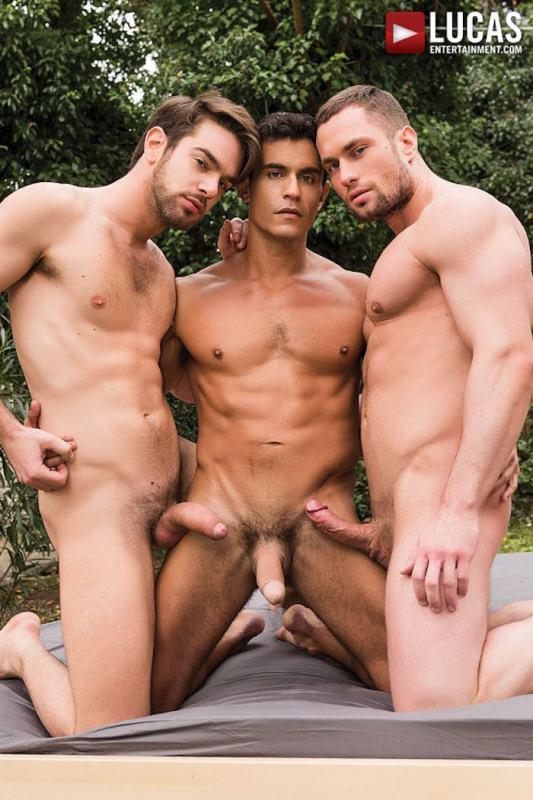 Foto de três homens bem dotados com o pau duro