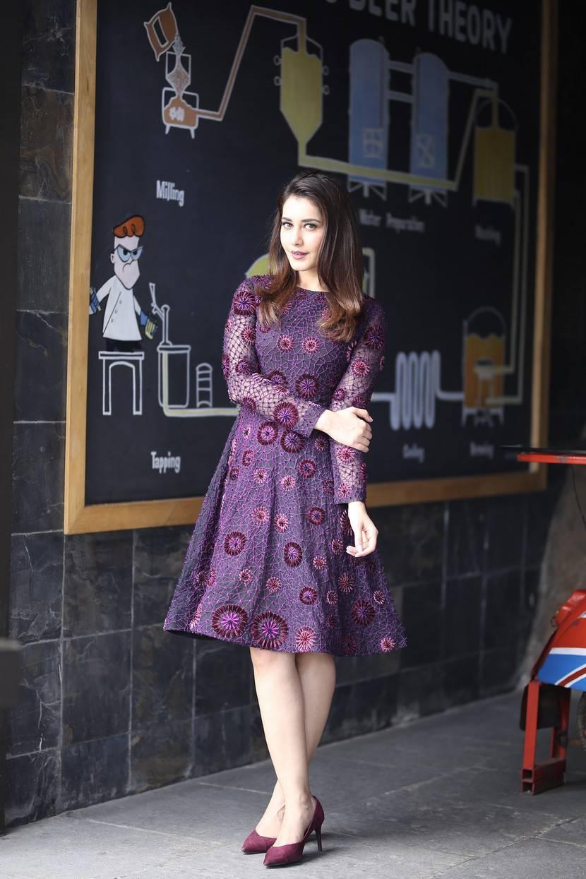 Raashi Khanna Photoshoot At Big C Mobile Store Launch