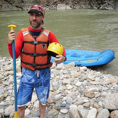 Preparado para el rafting de Trishuli