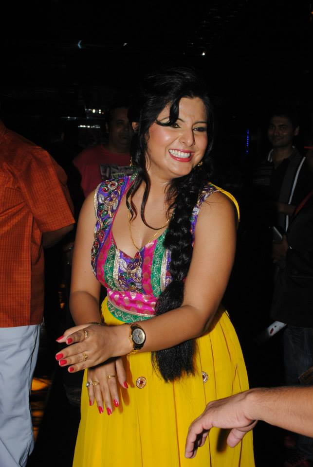 Smriti Sinha Hot Hd Wallpapers, Picture, Image Gallery -5256