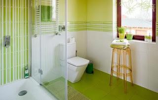 baño decorado con verde