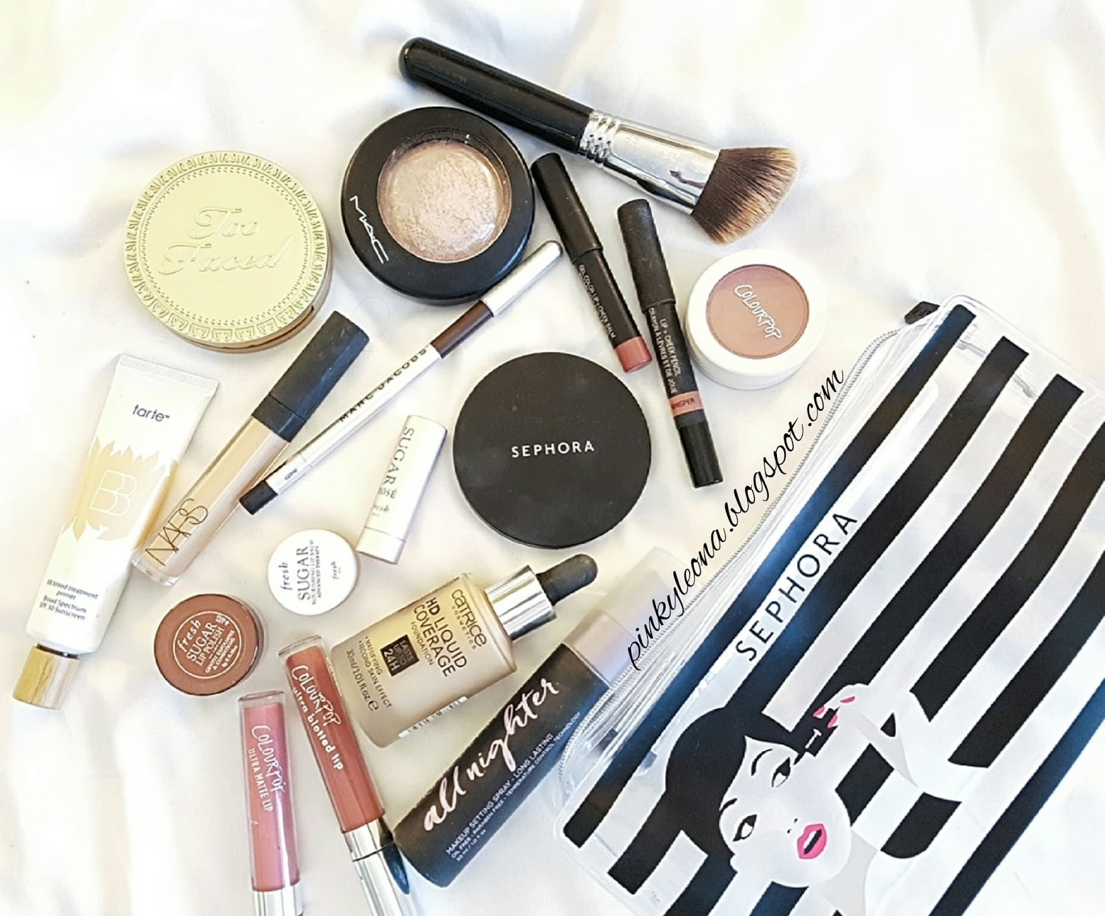 bcf8a7202ddf What's in My Travel Makeup Bag - PINKYLEONA