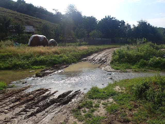 Gdzieś we wschodniej Rumunii, strumień w wiosce