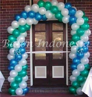 Balon gate dekorasi salah satu bentuk yang dipasang dibagian pintu masuk