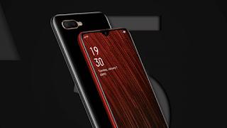 """Oppo A5sresmi mendarat di Indonesia kemarin dan mulai 27 Maret besok akan tersedia di pasaran dengan harga ritel Rp 1.999.000. Lantas seperti apa spesifikasi Oppo A5s? Apakah sepadan dengan harganya?  Mengenai spesifikasi, Aryo Meidianto, PR Manager Oppo Indonesia, mengatakan Oppo A5s merupakan penerus A3s yang dikombinasikan dengan Oppo A7.Selain punya baterai besar, ponsel ini juga kaya akan fitur gaming di dalamnya.  """"A5s merupakan suksesor dari Oppo A3s yang kami perkenalkan di pertengahan tahun lalu, dengan sejumlah komponen yang diperbaharui,"""" tutur Aryo.  Aryo Meidianto, PR Manager Oppo Indonesia, dalam peluncuran Oppo A5s di Indonesia, kemarin (25/3).   Pertama, Oppo A5s hadir dengan layar 6,2 inci 19:9 dengan rasio screen-to-body 89,35% dan sudah menggunakan notch model waterdrop screen.  Untuk daya sokong energi, Oppo A5s dilengkapi baterai berkapasitas 4.230mAh. Dengan daya itu, Oppo A5s mampu bertahan sampai 17 jam pemakaian normal, kemudian 13,5 jam untuk menonton video secara offline. Tak hanya itu, disematkan pula fitur fast charging 5v/2a yang akan mengisi full selama 2,5 jam (dari 0).  """"Oppo A5s menggunakan chipset Mediatek Helio P35 dengan kecepatan 2,3GHz, processingnya 12nm. Ini merupakan upgrade yang sangat besar dibandingkan Snapdragon 450 dengan speed 1,8GHz,"""" ujarnya.  Untuk fotografi, Oppo A5s dibekali dua kamera utama 13MP + 2MP dan kamera depan 8MP.Spesifikasi Oppo A5s lainnya termasuk fingerprint, face unlock, dual nano SIM, slot MicroSD, dan Color OS 5.2 berbasis Android 8.1 Oreo.  Fitur Gaming  Kendati termasuk kategori entry level, Oppo A5s mengusung sederet fitur yang bisa memaksimalkan pengalaman pengguna saat bermain game di perangkat.  Dua fitur yang pertama adalah optimalisasi dan perlindungan jaringan.  """"Ketika sedang bermain game, dia secara cerdas akan menutup aplikasi-aplikasi lain yang sama-sama mengakses jaringan seluler. Jadi jaringannya akan diprioritaskan pada game yang sedang berjalan,"""" ucap Aryo.  Lalu, smartphone ini j"""