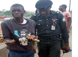 CCTV exposes pickpocket in Lagos