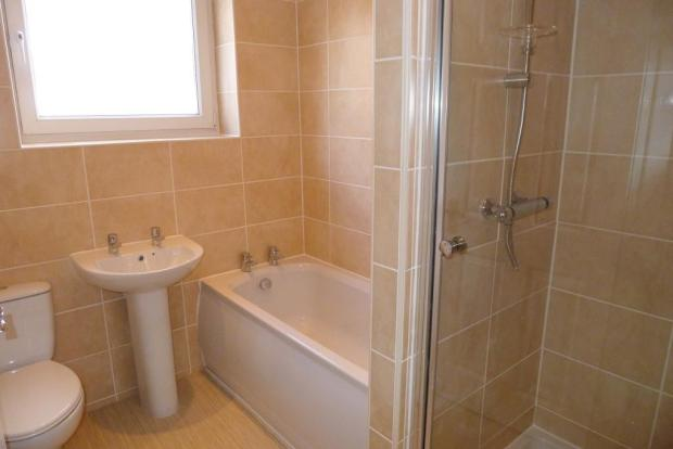 Small Bathroom With Tub And Shower: HD Interiors: Making The Most Of A Small Bathroom
