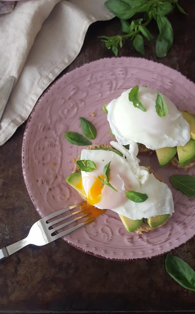 Cocinando con neus tostada de aguacate con huevo escalfado for Cocinando 1000 huevos