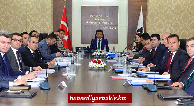 Diyarbakır Valisi Hasan Basri Güzeloğlu kaymakamlarla değerlendirme toplantısı yaptı