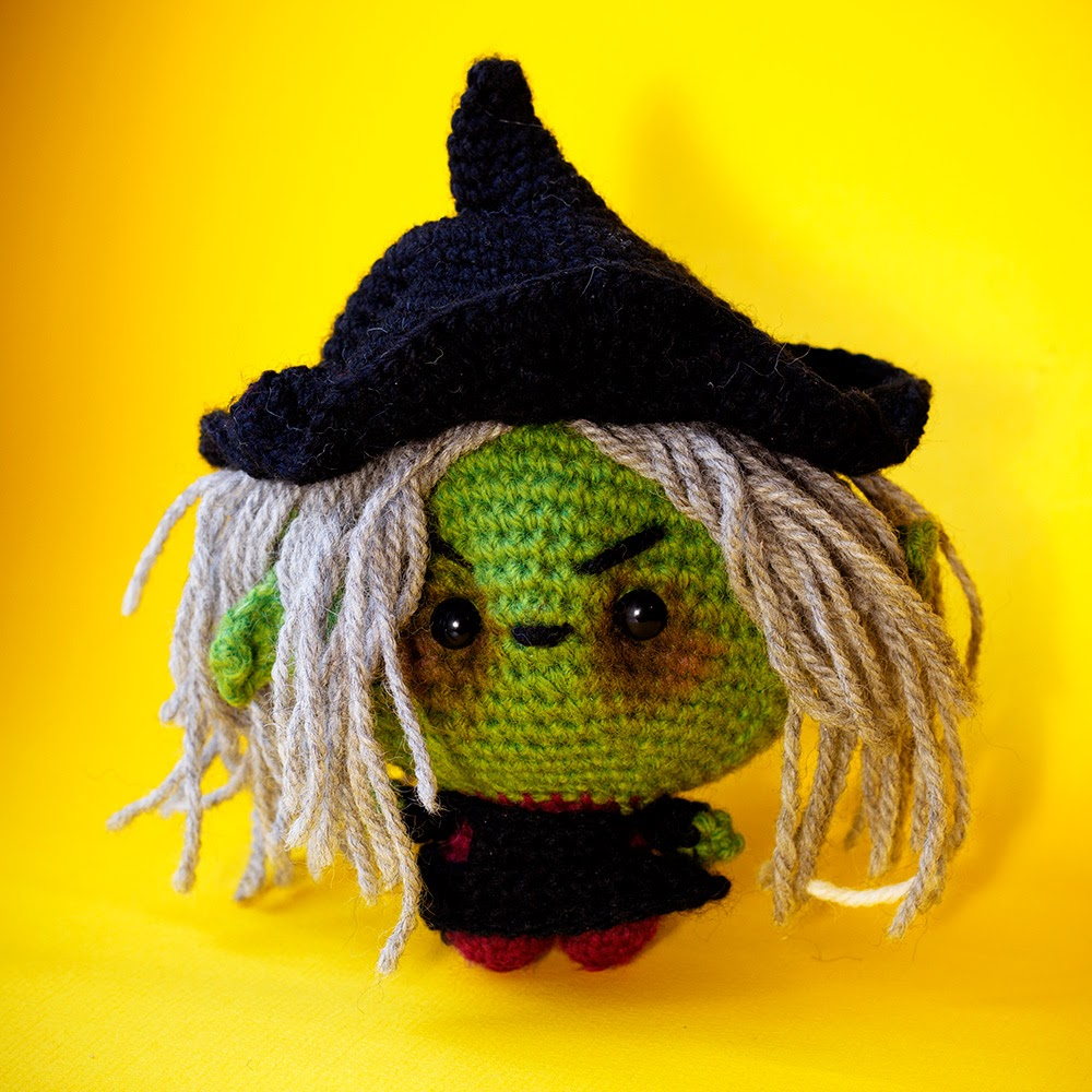 Amigurumi crochet witch pattern The Sun and the Turtle