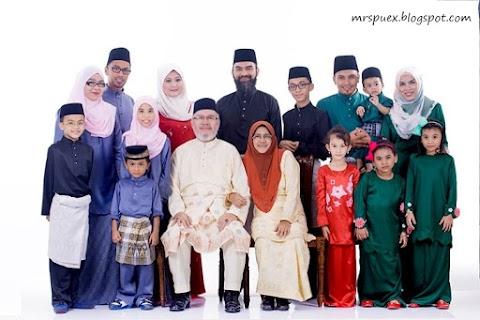 Family Photoshoot Raya di White Studio Malaysia.
