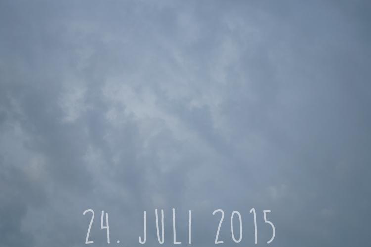 Blog + Fotografie by it's me! - wolkenverhangener Sommerhimmel am 24. Juli 2015