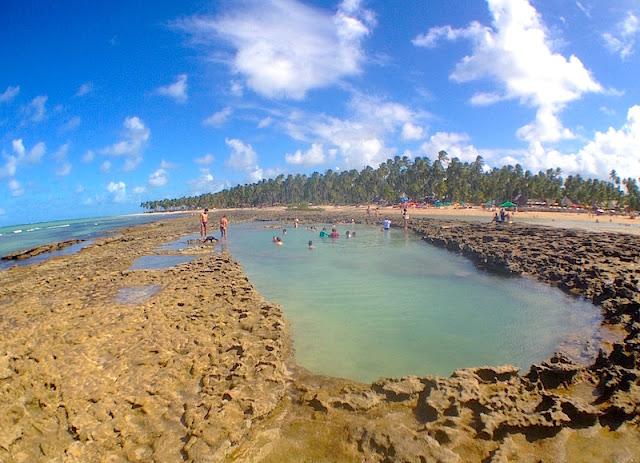 Piscinas naturais na Praia de Carneiros