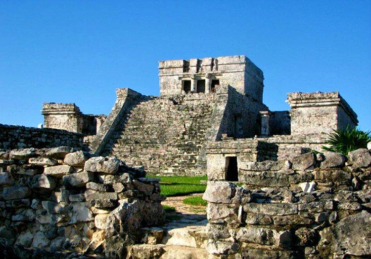 Tulum Antik Kenti denize kıyısı olan, en güzel Maya şehirlerinden biriydi.