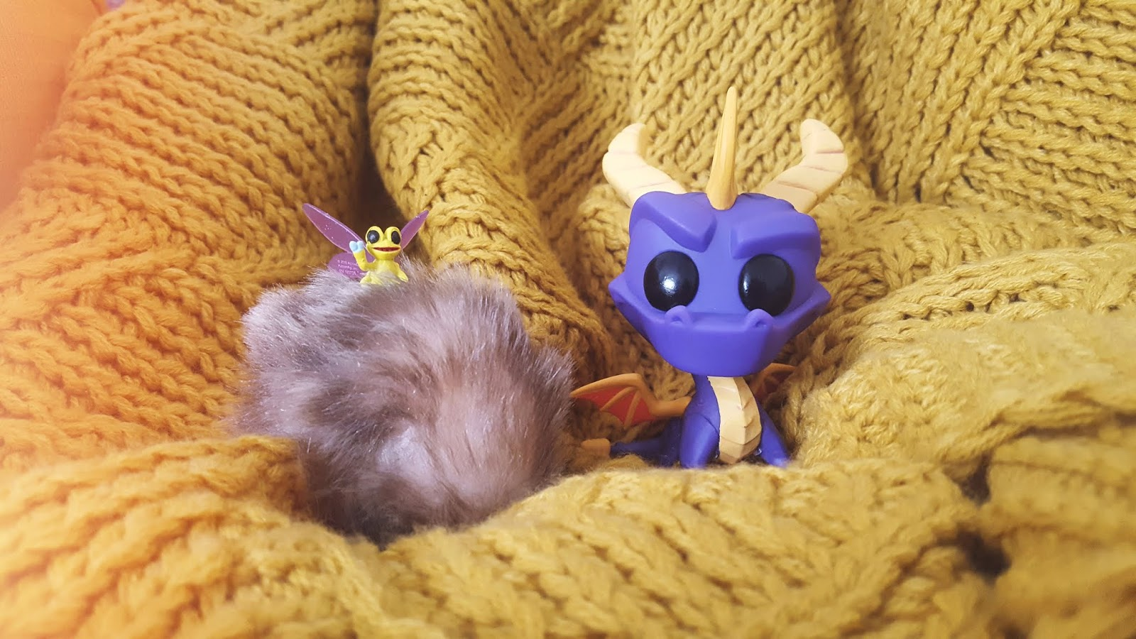image of spyro the dragon and his dragonfly friend sparx