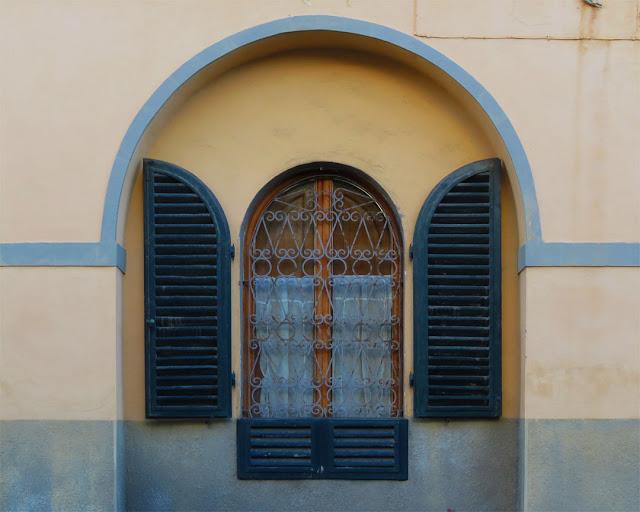 Window, Via della Bassata, Livorno