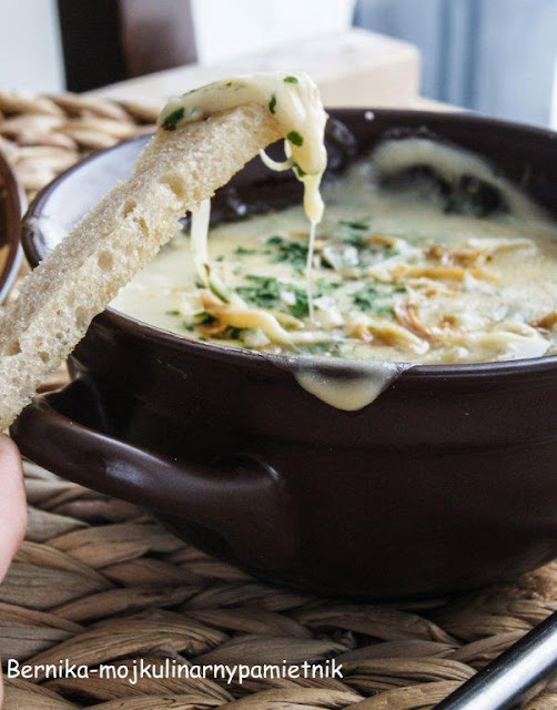 Zupa fondue cebulowa