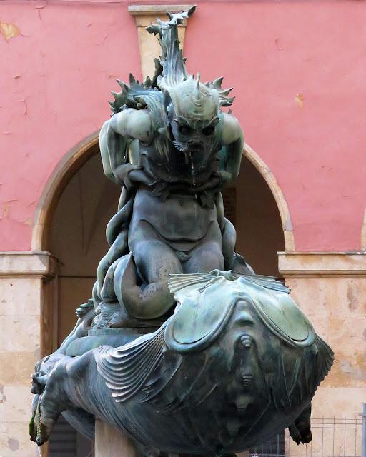 Fontana con mostri marini di Pietro Tacca, copia, piazza Colonnella, Livorno