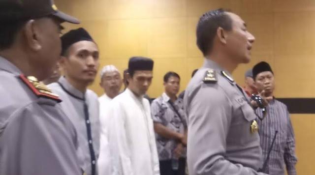 Usai Nyanyikan Lagu Indonesia Raya, Ustadz Abdul Somad Diperbolehkan Ceramah di Bali