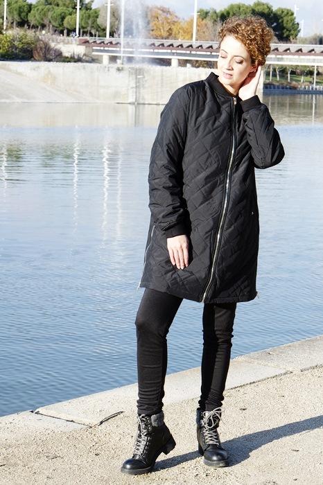 Abrigo guateado con cremallera - negro