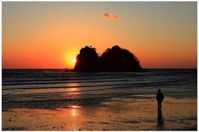 foto pulau sagori, pulau sagori, sunset di pulau sagori