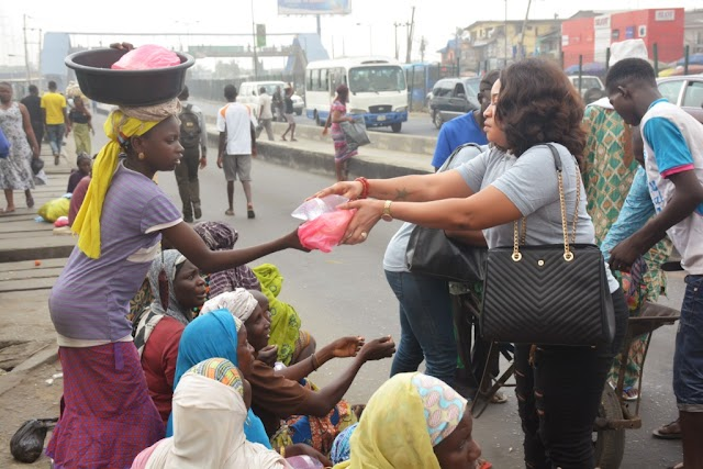 Princess Elizabeth Onanuga Feeds Lagos Beggars, Visits Orphanage To Celebrate Birthday (Photos)