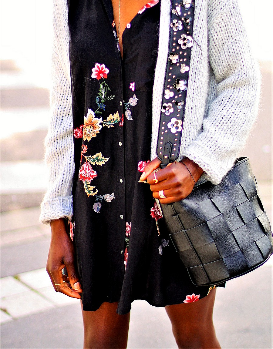 bandouliere-de-sac-gilet-grosse-maille-robe-imprime-fleuri
