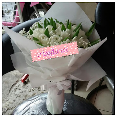 beli bunga tulip di surabaya, jual bibit bunga tulip di surabaya, hand bouquet online surabaya