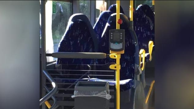 Dikira Wanita Bercadar Ternyata Bangku Bus, Kelompok Anti-Islam Tertipu