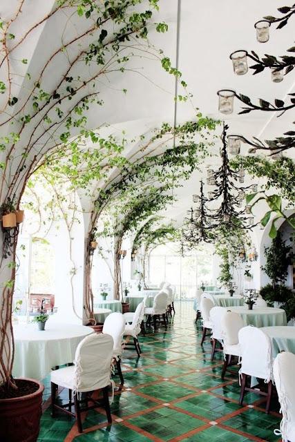 Thiết kế nhà hàng tiệc cưới theo phong cách hiện đại