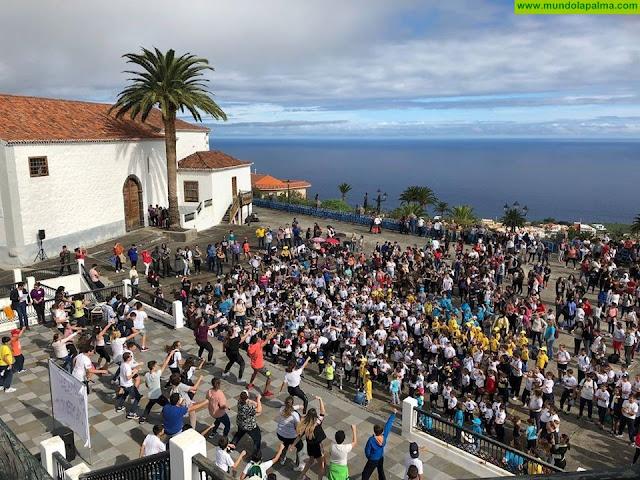 Una marea de mil jóvenes clama contra la violencia machista en Breña Baja