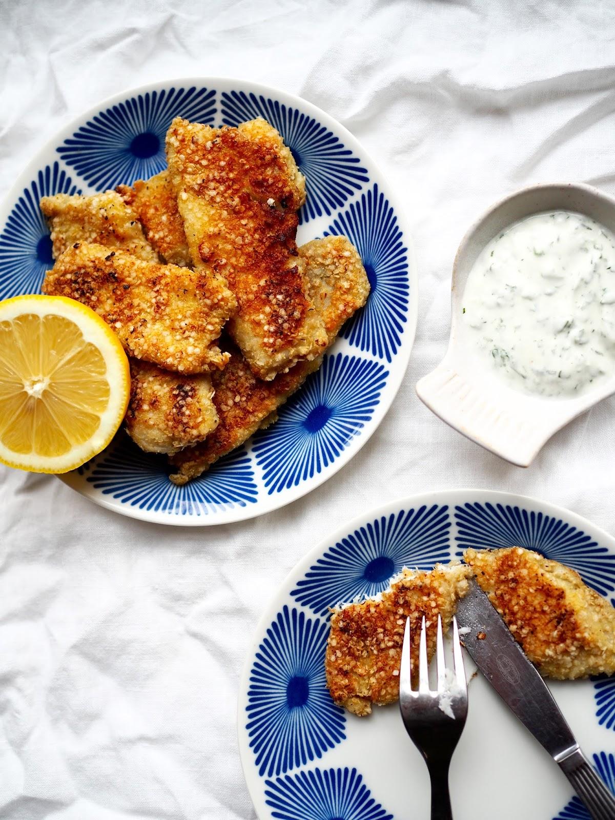 gluteeniton leivittäminen, itsetehdyt kalapuikot, kalapuikot, kalan leivittäminen, leivitetty kala