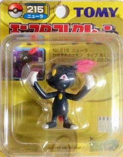 Sneasel Pokemon figure Tomy Monster Collection yellow package series